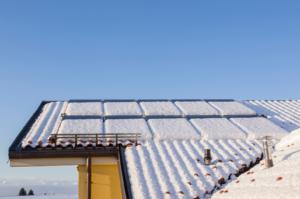 Czy odśnieżanie instalacji fotowoltaicznej się opłaca - Solair Energy Poland